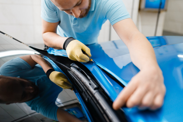 Car Wrapping Man Cuts Protective Foil Film 266732 110